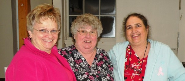 juanita greenleaf flanked by her daughter (l) and friend (r)